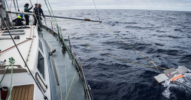 Sailing to the Great Pacific Garbage Patch